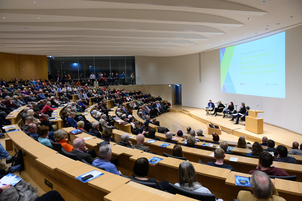 The auditorium at Herrenhausen Palace during the discussion.