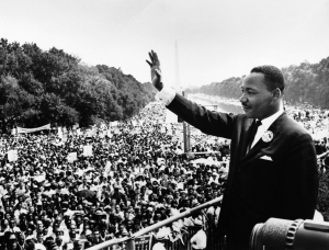 "Am 28. August 1963 hielt Martin Luther King Jr. vor dem Lincoln Memorial seine weltberühmte Rede ""I Have a Dream"". (Foto: Autor unbekannt via Wikimedia Commons)"