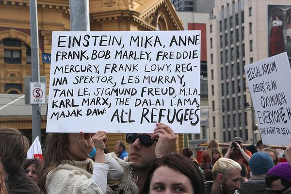 Auflistung berühmter Flüchtlinge bei einer Flüchtlingsdemonstration in Melbourne am 27. Juni 2013. (Foto: Takver via flickr CC BY-SA 2.0 https://creativecommons.org/licenses/by-sa/2.0/)