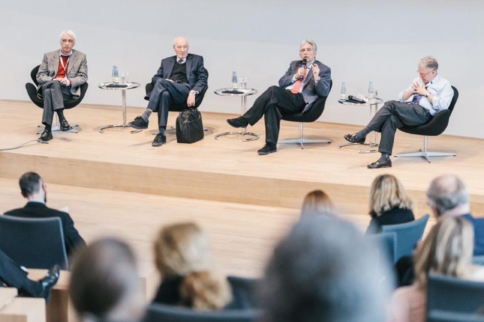 Dr. Aribert Rothenberger, University of Göttingen (left), chaired the following plenary discussion with Sir Michael Rutter, Charles B. Nemeroff and Michael J. Meaney.