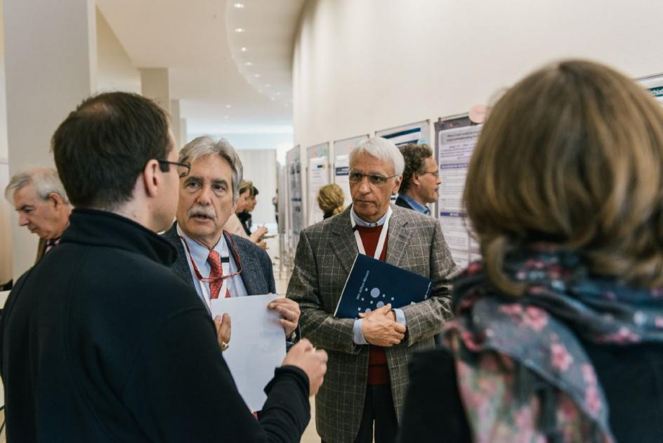 In poster sessions, the participants had the opportunity to discuss with the speakers.