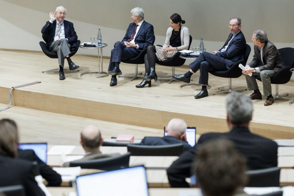 "Many of the sessions like ""Hard Law, Soft Law, Institutional Responsibility"" ended up in controversial debates. (Photo: David Carreno Hansen for Volkswagen Foundation)"